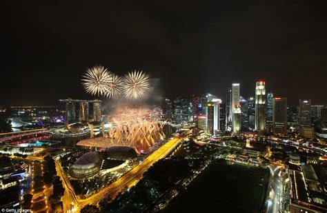 esplanade new year singapore the uk welcomes in new year s 2016 with 12 000