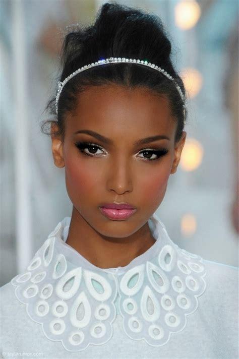 Eyeshadow Gelap the most feminine from their own