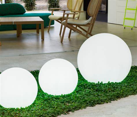 iluminacion jardin sin cables claves para iluminar tu jard 237 n y crear un ambiente