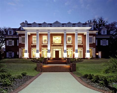 Best Sorority Houses by Five Perks Of Living In A Sorority House The Odyssey