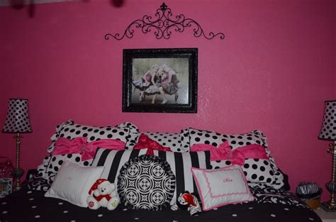 hot pink and black bedroom 30 best images about allisons new room on pinterest