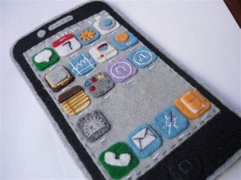 Handmade Iphone Covers - handmade felt iphone 4 showing ios 4 interface