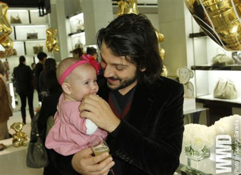 diego luna daughter diego luna with his daughter fiona at the gucci by