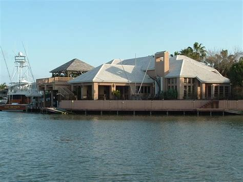 house of boats rockport tx george strait s home and yacht in rockport tx celebrity s pinterest