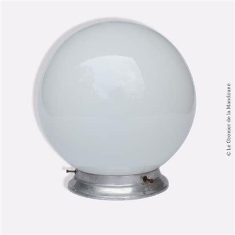 plafoniere e applique plafonnier applique vintage globe en opaline blanc d 233 co