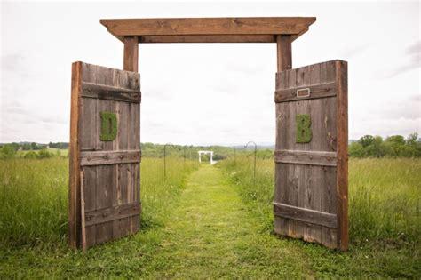 Wedding Arch Using Doors by Trend Alert Rustic Barn Door Wedding Decor Rustic