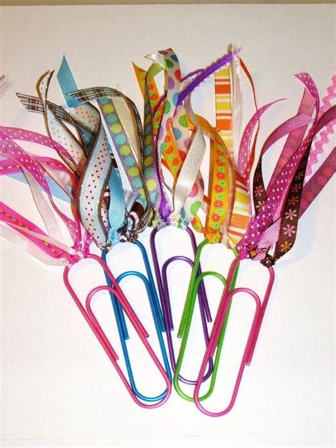How To Make A Paper Clip Bookmark - diy paper clip bookmarks neat