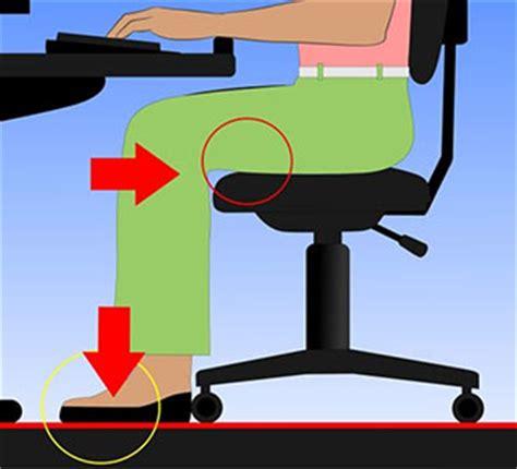 posizione corretta sedia come regolare una sedia da ufficio consigli di