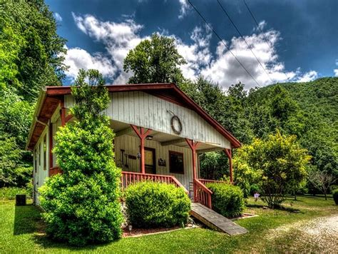 Cabins For Rent Bryson City Nc by Wolf S Den Bryson City Cabin Rentals Carolina