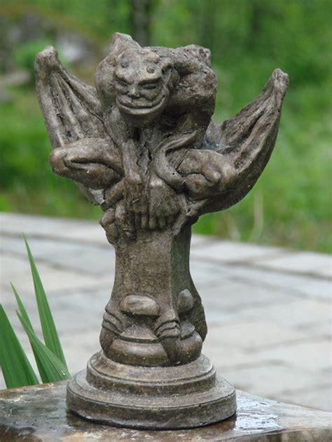 hudack gargoyle mondus distinction garden decor