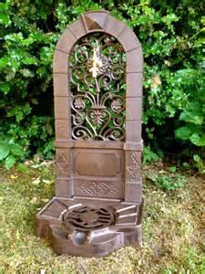 garten wasserzapfstelle wasserzapfstelle wie antiker stehbrunnen gartenbrunnen
