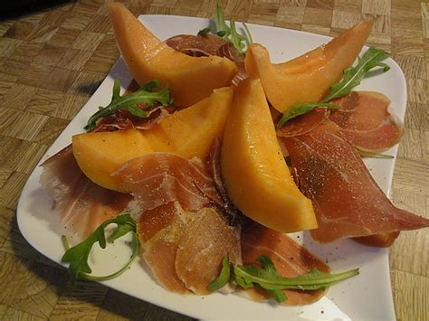 Melone Mit Schinken Anrichten by Melone Mit Parmaschinken Plumbum Chefkoch De