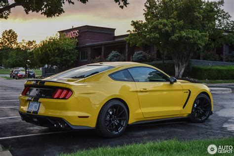 Ford Mustang Shelby 350 by Ford Mustang Shelby Gt 350 2015 2 August 2016 Autogespot