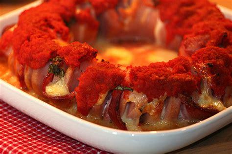 falukorv i ugnen med bacon mozarella basilika tomats 229 s