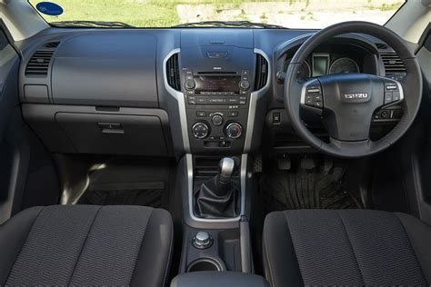 Kb Interiors by Isuzu Kb 250 D Teq Cab 4x4 Le 2015 Review Cars