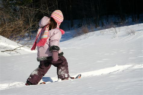 kid snow shoes fitting snowshoes