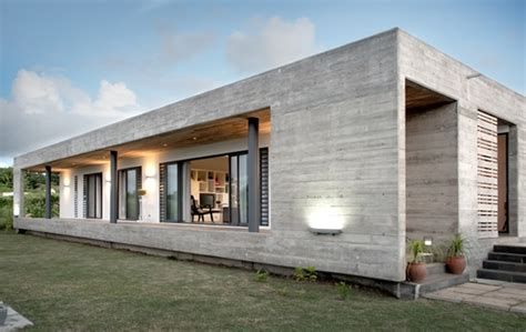 Concrete House Designs by Rectangular Concrete House By Rethink Modern House Designs