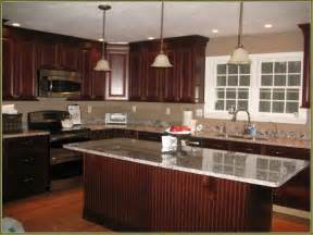 cherrywood kitchen cabinets 25 best ideas about cherry wood kitchens on pinterest