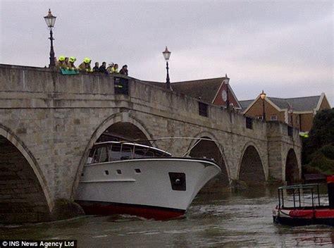 thames river cruise surrey blundering skipper wedges 163 500 000 pleasure cruiser under