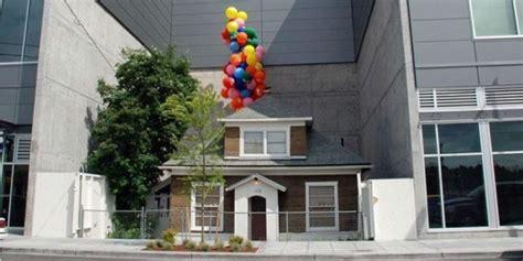 film up nyata bertahan puluhan tahun terjepit gedung rumah ini