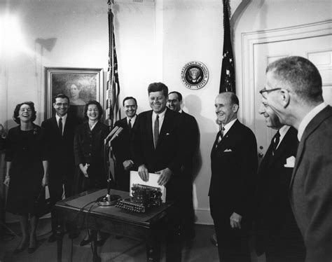 kennedy white ar7022 a president john f kennedy receives woodrow wilson s typewriter for the white house