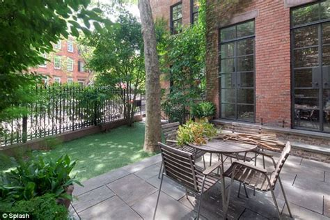 backyard nyc annie leibovitz finally sells vast new york city home for