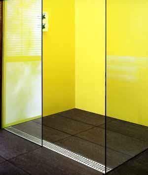 doccia senza piatto design e funzionalita per docce moderne
