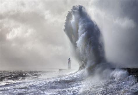 lighthouse waves sea porthcawl lighthouse wallpapers hd