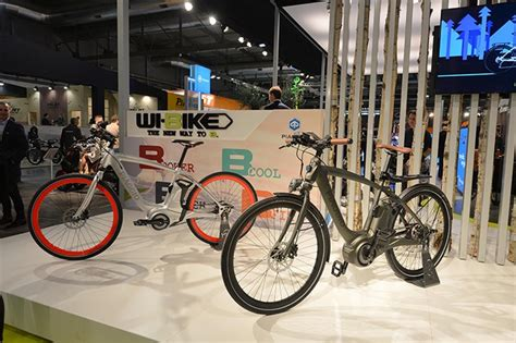piaggio reveals electric motor assisted wi bike at eicma 2015