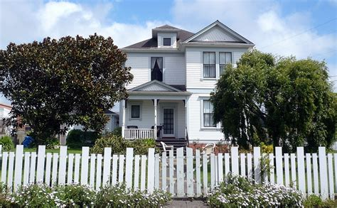 White Picket Fence The House With White Picket Fence Still The American Dream With