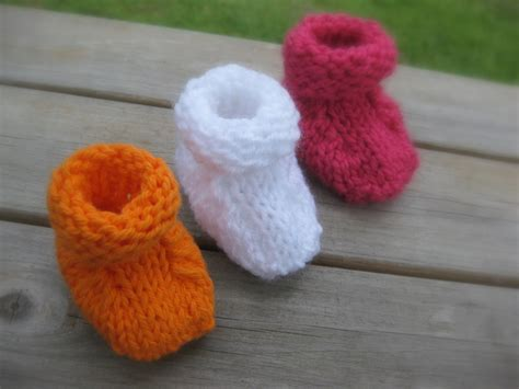 easy knit baby booties simple seamless baby booties of
