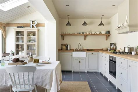 country shaker kitchens pretty country style kitchen kitchen sourcebook
