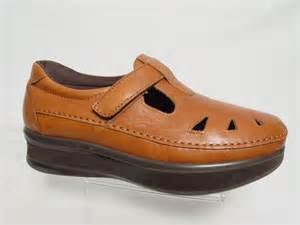 sas comfort shoes usa sas roamer right 5 8 quot lift womens 8 m brown leather