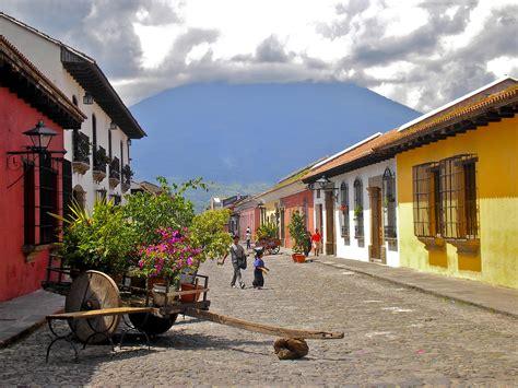 imagenes antiguas de guatemala file calle del arco antigua guatemala jpg wikimedia commons