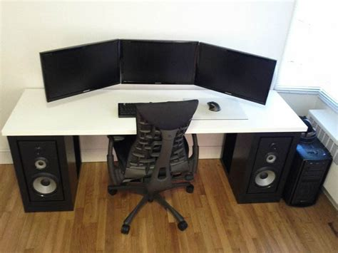 turn your computer desktop space into a concert arena