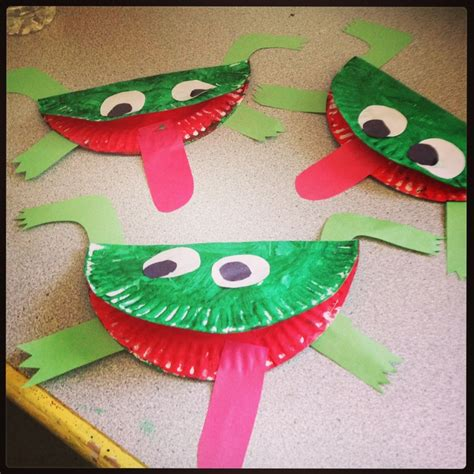 Crafts Out Of Paper Plates - frogs made out of paper plates arts crafts for