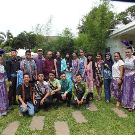 remaja indonesia komunitas remaja batik indonesia ajak muda mudi indonesia