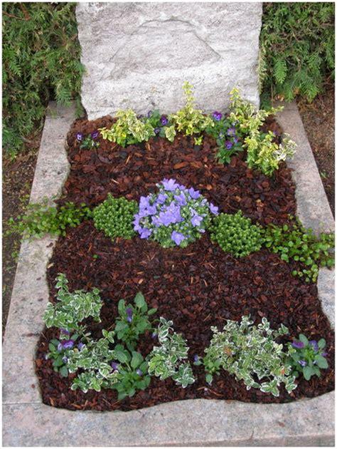 Abdeckung Pflanzen Winter by Grabpflege Baumschule Karl Schneider Pflanzen