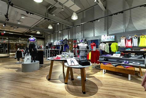 Nike Rhose Run Abu Abu nike s only store with fitness studio opens in