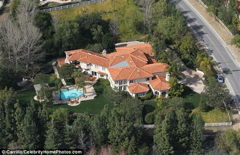 bruce jenner house kim kardashian panics after 15 swat team 3 helicopters surround kris and bruce
