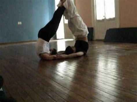 imagenes de parejas haciendo yoga yoga en parejas aby youtube