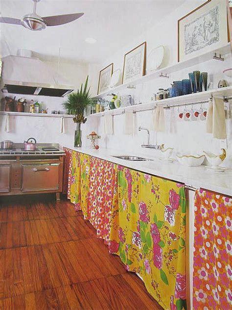 poign馥s placard cuisine les 25 meilleures id 233 es concernant les rideaux de placard