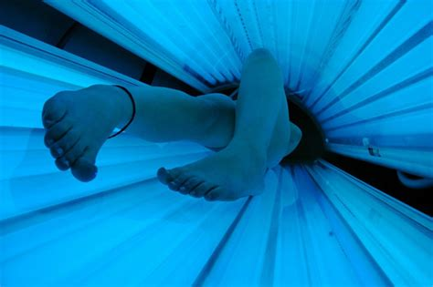 pros and cons of tanning beds pros cons of indoor tanning lotions plus how they re