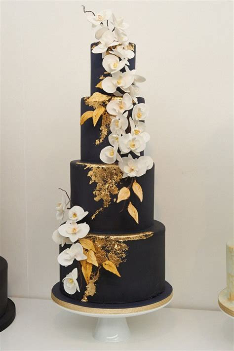 Black Wedding Cake Flowers by 15 Gorgeous Wedding Cake Trends For 2017