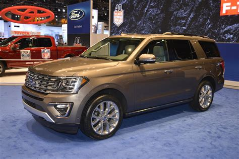 land rover ford 2018 expedition is ford s range rover at the chicago auto