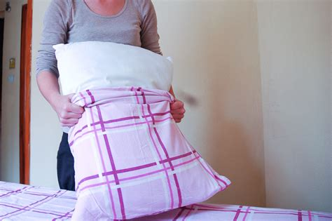 chagne bedding how to change sheets in an occupied bed 13 steps wikihow