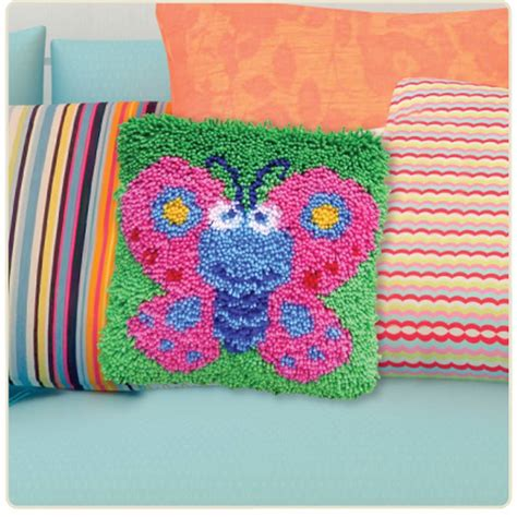 hobbycraft latch hook kit 13 x 13 in cushion cover rug