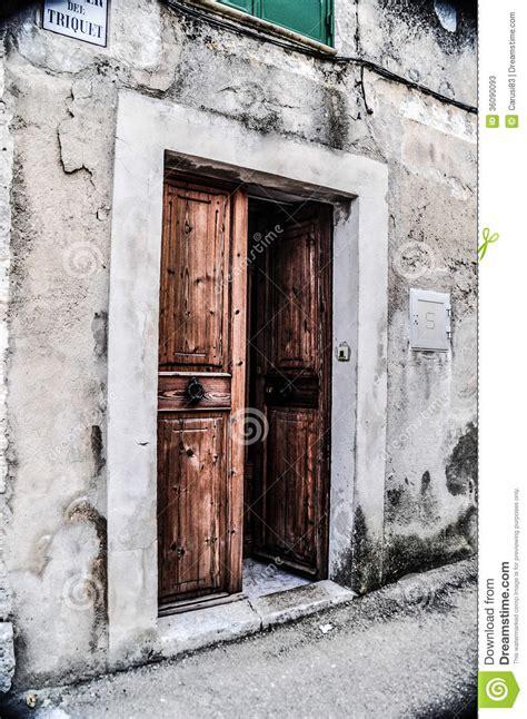 related keywords suggestions for open door