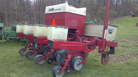 Ih 900 Planter by Tweet