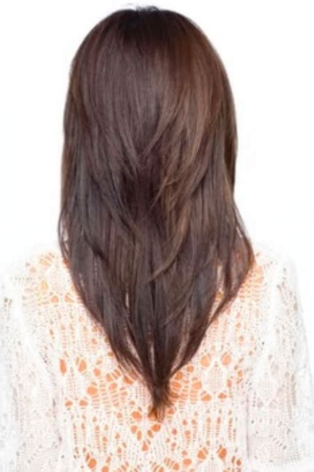 hair cut with a defined point in the back long hair with a v shape cut at the back women hairstyles